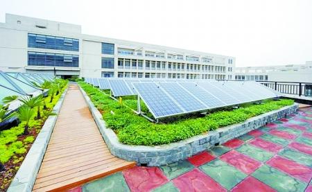 而且,郑州大学太阳能发电项目不需用蓄电池,太阳能电池板发电随发随用