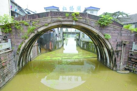 浙江嘉兴海宁市长安镇的虹桥成就了古镇