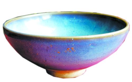 点评:这是焦作藏友带来的一件元代天蓝釉钧瓷碗,口径18厘米,底