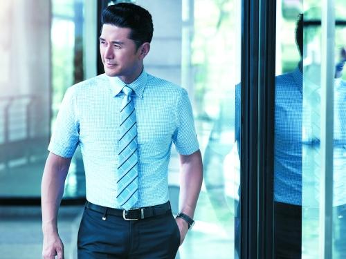 【要诀】注意按步骤打完领带是背面朝前.