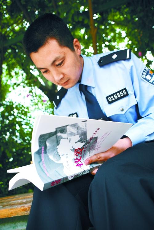 """""""和平年代警察是最可爱的人"""