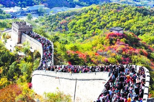 金秋十月,到八达岭长城赏香山红叶,感受古长城历史的