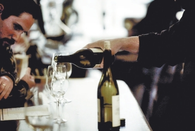 这是品尝葡萄酒一大重要步骤