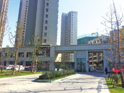 """[房产证]鹤壁一小区交房两年没验收 房产证""""难产"""" 难倒众业主"""