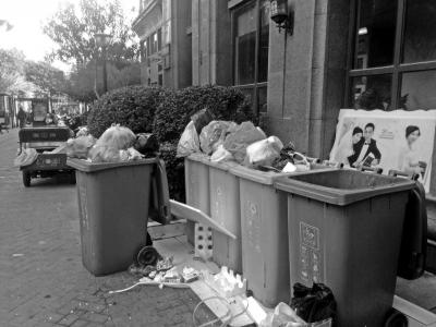 郑州垃圾分类施行首日未开罚单 多个小区居民垃圾分类率不高