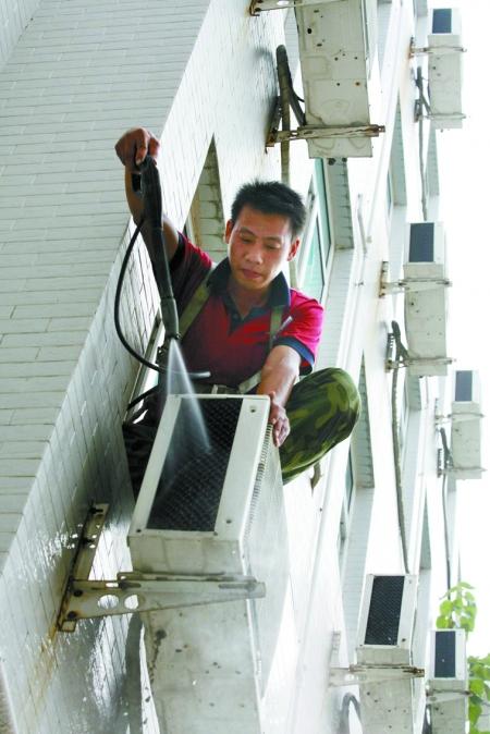 空调室外机不清洗 费力效率低