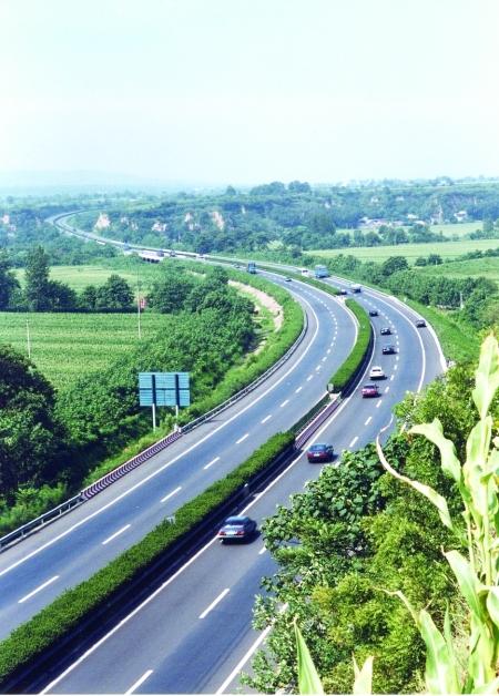 —焦桐高速公路巩登段现场观摩,其建设的新兴路分离式立交桥立柱