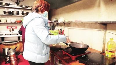 """河南""""抗癌厨房""""温暖了无数人 老板谈初衷:只想为患者省点儿看病钱"""
