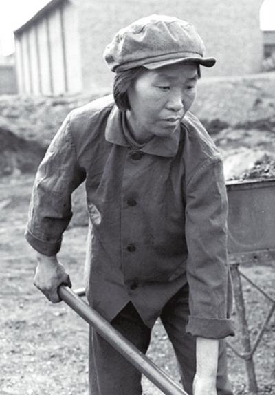 引漳入林工程动工后,任羊成转移到红旗渠工地劈山修渠,放炮后,经常有