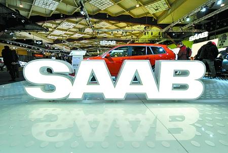 1月14日在比利时布鲁塞尔车展上拍摄的萨博汽车标志. 新华高清图片