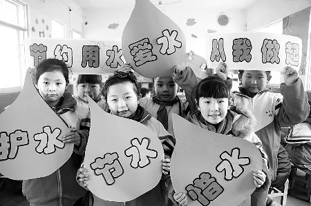 """(400x272); 《人民日报》:小学生制作节水宣传手工作品迎接""""世界水日"""""""