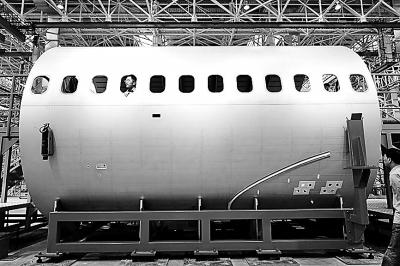 国产大飞机关键部件前机身大部段成功下线