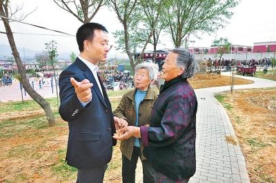 """裴春亮:""""希望更多关注农民和农村发展"""""""
