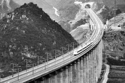 由昆明开往贵阳的g4136次列车经过贵州