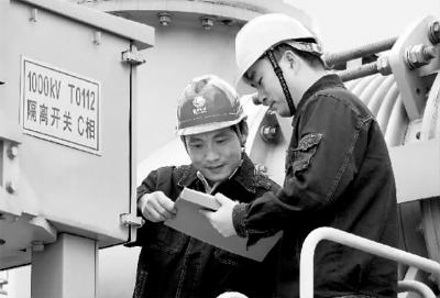 特高压变压器首次国内解体检修,在运特高压变压器高压套管接线柱首次