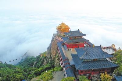 8月20日,雨后的栾川县老君山风景区云雾缭绕,宛若仙境.