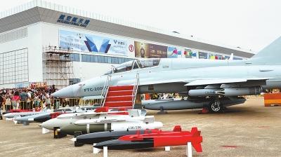 三步走战略推进空军现代化建设