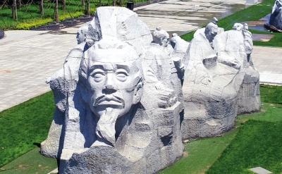 """研讨会上,专家们对雕塑设计方案给予了高度评价:""""这就是当代中国雕塑"""