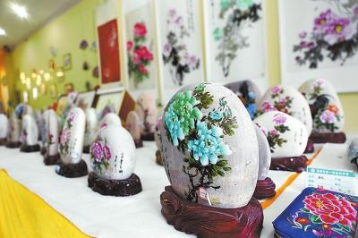 平乐牡丹画 助农增收上亿元