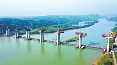 濟洛西黃河特大橋施工忙