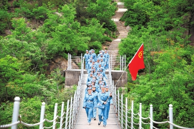 红色游成年轻人旅行新风尚