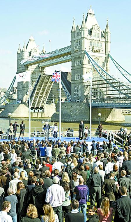 这是英国伦敦塔桥的资料照片.新华/法新