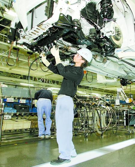 美国《洛杉矶时报》8日以日本丰田汽车公司6名日本工厂的老员工为