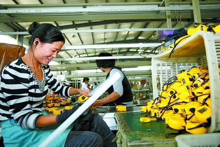 该县五金量具生产企业发展迅猛,年产钢卷尺达6亿只,占全国钢卷尺市场