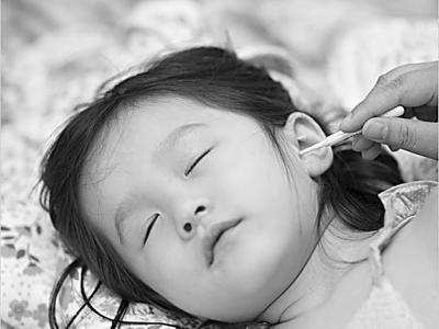 可爱宝宝捂嘴图片