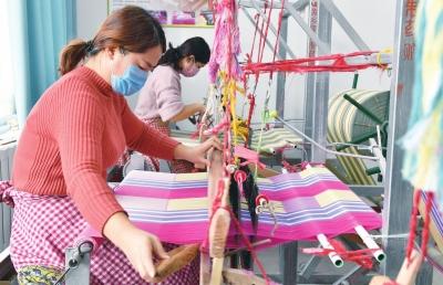 輝縣市老織布機織出新生活