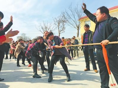 辉县市张飞城村举行首届趣味运动会