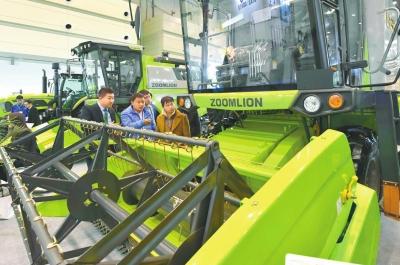 全国农业机械及零部件展览会在郑州开幕