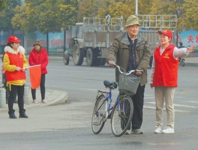 """遂平县检察院开展""""学雷锋活动月""""活动"""