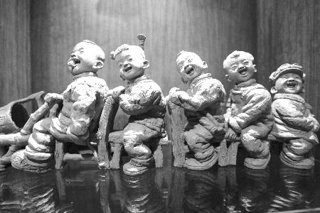 获奖的泥塑作品《那年那月》.图片