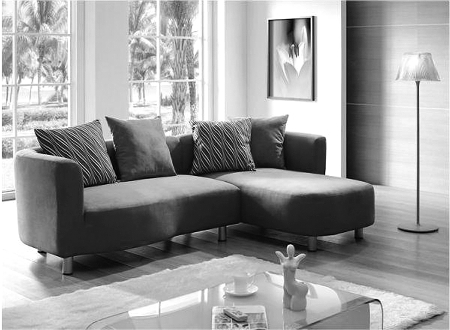 客厅装修的颜色较深,选择亮色的沙发,如白色,淡绿色,天蓝色,橙色