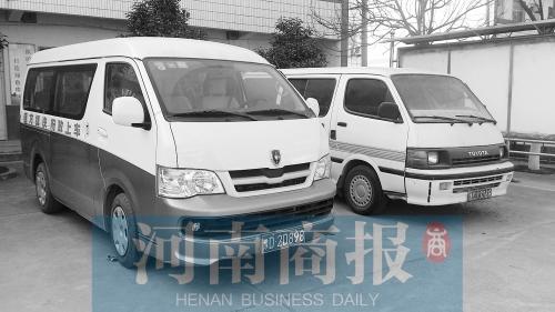 平顶山有个 汽车上的乡政府 2001年起就坚持用便民车送服务进村,时高清图片