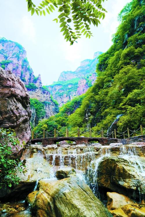河南宝泉旅游度假区,地处南太行旅游风景带中段,位于