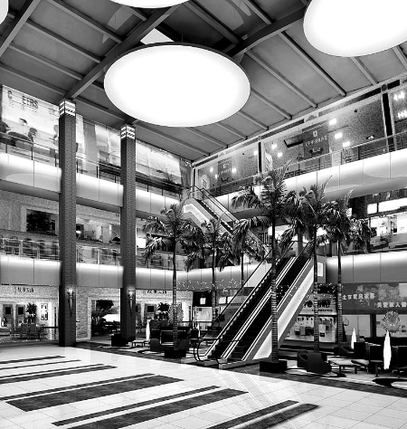 与此同时,商场内部也进行了改造,除了商场环境升级外,产品结构也进行