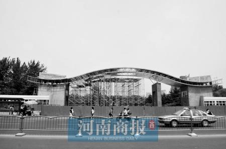 郑州市动物园在建的大门
