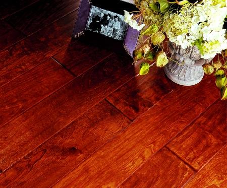 风格沉稳流丽的胡桃木,质地轻盈细腻的加州枫木,堂皇富贵的黄金柚木