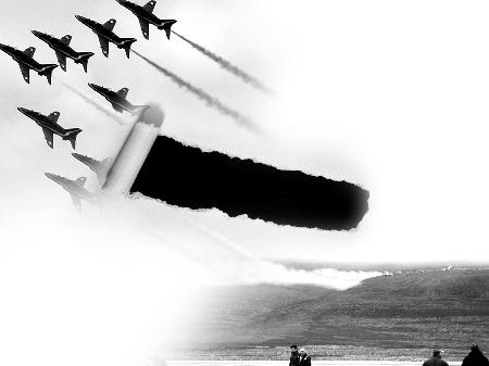"""(据新华社)   英国   """"红箭""""表演飞机失事飞行员不"""