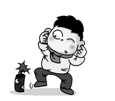 老吴有权在自家小区垃圾桶旁堆放纸箱等杂物;其次