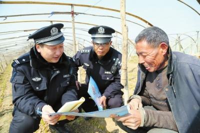 针对电信诈骗不法分子向农民伸黑手的情况,连日来,浚县公安局组织各