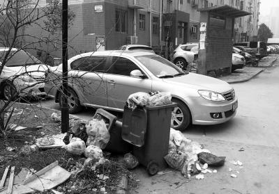 细心观察不难发现,小区里的垃圾桶有三种或者四种,但收运车却只有一种