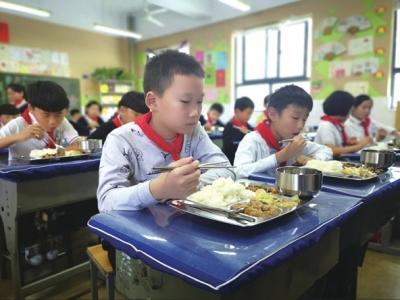校园配餐严把关师生家长更放心