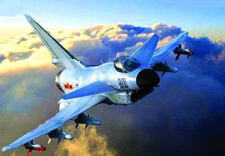 落地的飞机液压系统动力急剧下降,减速伞无法放出,李峰凭借娴熟的