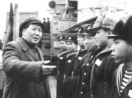 在清王朝北洋水师海军公署驻地刘公岛宣布起义,参加八路军.