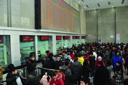 火车站,汽车站 br/>迎来节后返程客流高峰
