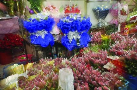 然而,由于玫瑰花花期的特殊性,不少花店都选择用月季代替玫瑰.