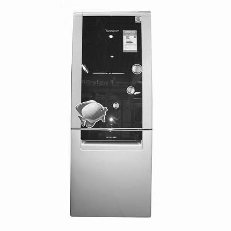 容声BCD-209S/D   产品价格:3299元   关键词:丝管式蒸发器   容声BCD-209S/D冰箱采用了双层F型高效丝管式蒸发器,优点是制冷速度快,而且节能效果也很出色。超高密度无氟发泡剂保温层,具有良好的保温性能,使得舱内温度不宜流失。双门封结构设计,更大大提高了保温性能,比普通门封节能提高了8%。   容声BCD-209S/D冰箱整体容积达到了209升,绝对满足一般家庭的使用。它还特设底冷凝器,加快冷流循环,从而形成了立体制冷。它还配备了温度自感应技术,无论冬天还是夏天都可以自动运行。